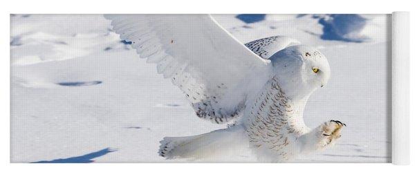 Snowy Owl Pouncing Yoga Mat