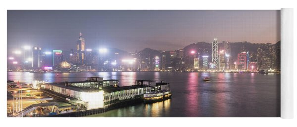 Stunning View Of The Twilight Over The Victoria Harbor And Star  Yoga Mat