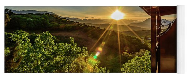 Sunburst View From Dellas Boutique Hotel Near Meteora In Kastraki, Kalambaka, Greece Yoga Mat