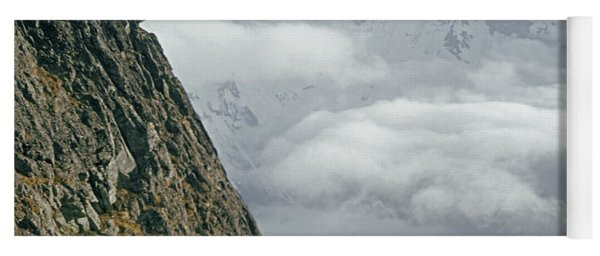 T-404101 Climbers On Sleese Mountain Yoga Mat