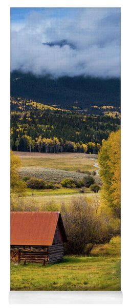 The Old Barn On Ohio Pass Yoga Mat