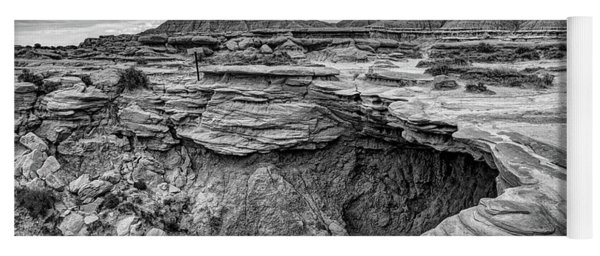 The Overhang - Black And White - Toadstool Geologic Park Yoga Mat