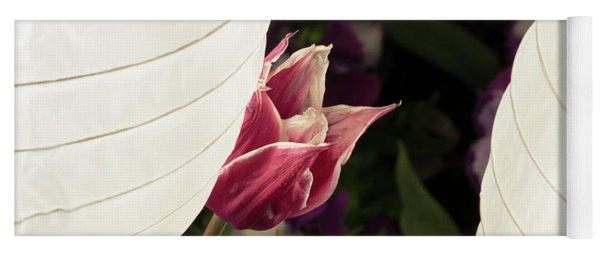 Tulip Lantern Yoga Mat