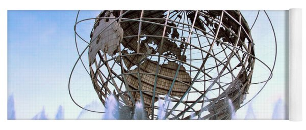 Unisphere With Fountains Yoga Mat