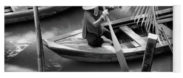Vietnamese Woman Boat Ores Really For Tourist Mekong Delta  Yoga Mat