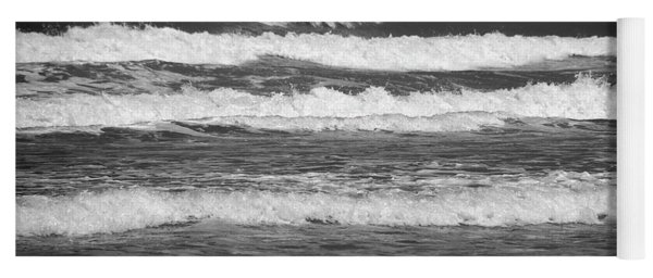 Waves 3 In Bw Yoga Mat