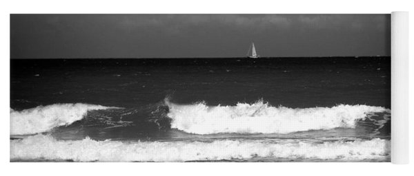 Waves 4 In Bw Yoga Mat
