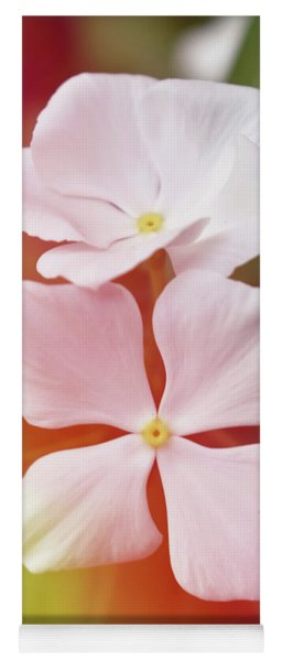 White Vinca With Vivid Highligts  Yoga Mat
