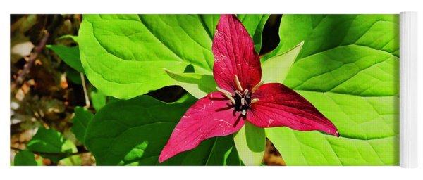 Leafy Red Trillium Yoga Mat