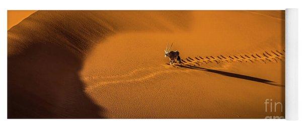 Oryx Crossing Big Daddy Dune, Sossusvlei, Namibia Yoga Mat