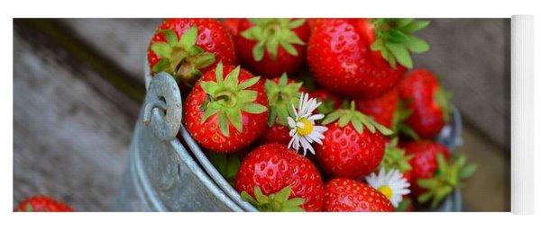 Strawberries And Daisies Yoga Mat