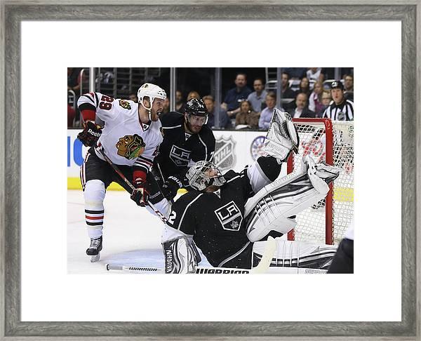 Chicago Blackhawks V Los Angeles Kings Framed Print by Jeff Gross