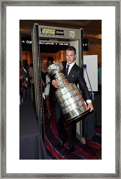 2015 Nhl Awards - Red Carpet Framed Print by Ethan Miller