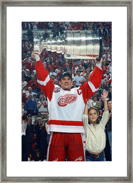Hurricanes V Red Wings Framed Print by Dave Sandford
