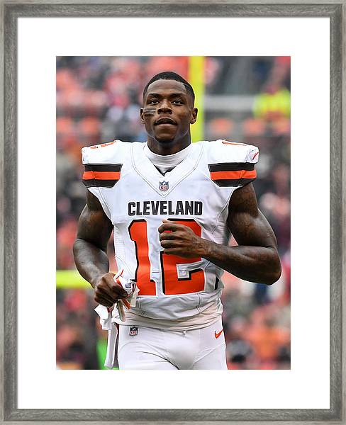 Baltimore Ravens V Cleveland Browns Framed Print by Diamond Images