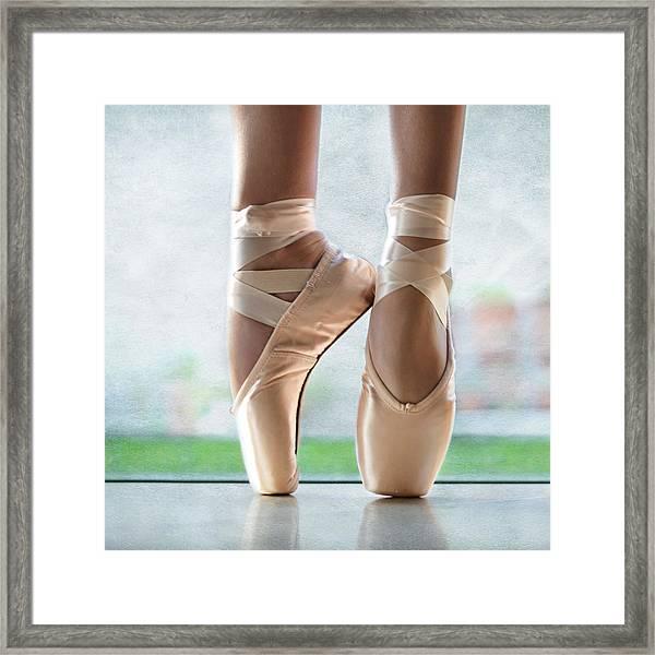 Ballet En Pointe Framed Print