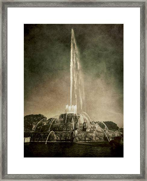 Buckingham Fountain - Grant Park - Chicago - Downtown Framed Print