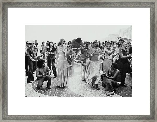 Cheryl Tiegs And Beverly Johnson Dancing In Rio Framed Print