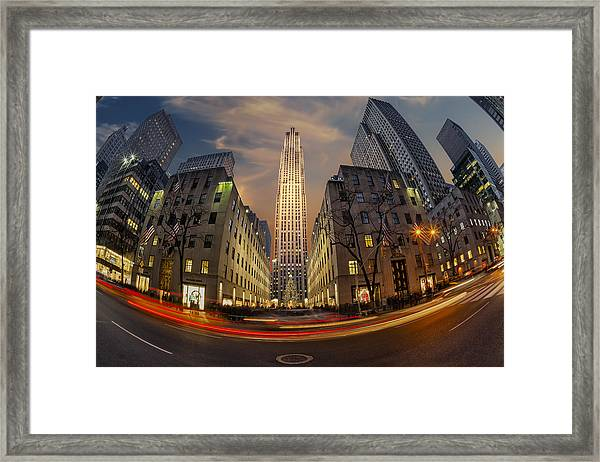Framed Print featuring the photograph Christmas At Rockefeller Center by Susan Candelario