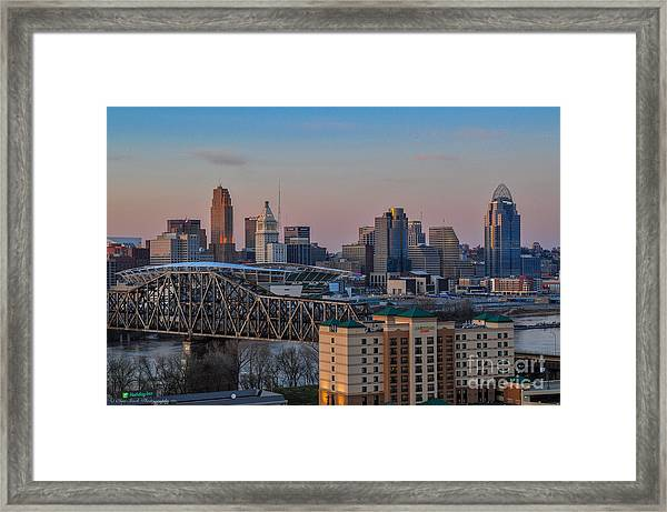 D9u-876 Cincinnati Ohio Skyline Photo Framed Print