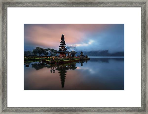 El Dios Del Lago Framed Print