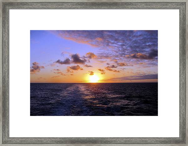 Framed Print featuring the photograph Hawaiian End Of Day by Bob Slitzan
