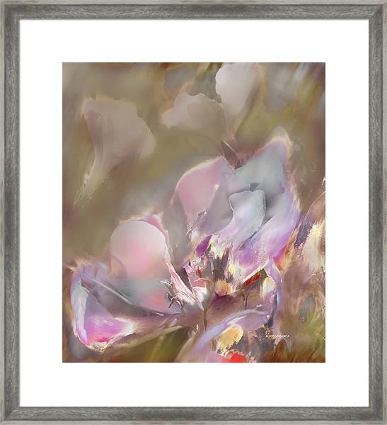 Flor De Verano Framed Print