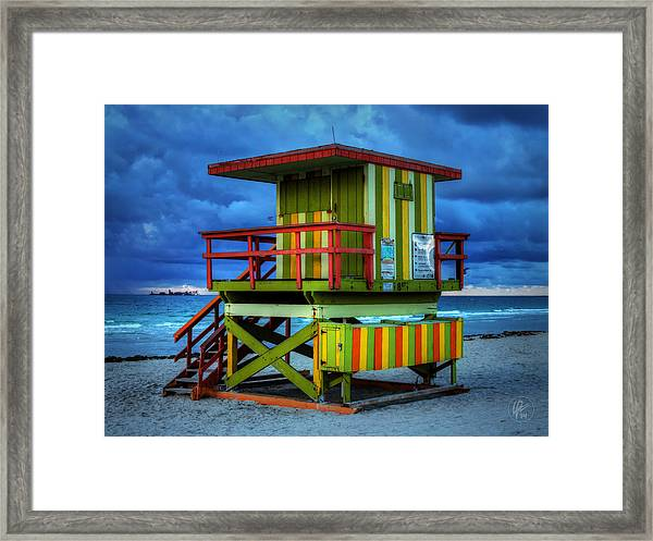 Framed Print featuring the photograph Miami - South Beach Lifeguard Stand 006 by Lance Vaughn