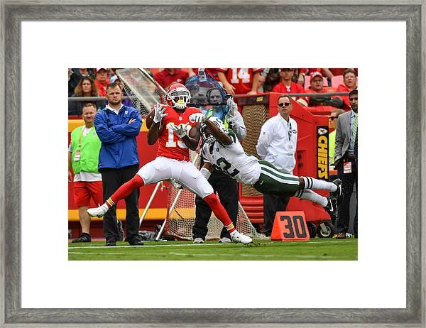 New York Jets V Kansas City Chiefs Framed Print by Peter Aiken