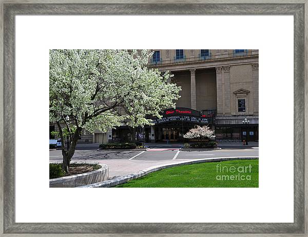 D45l42 Ohio Theatre Photo Framed Print