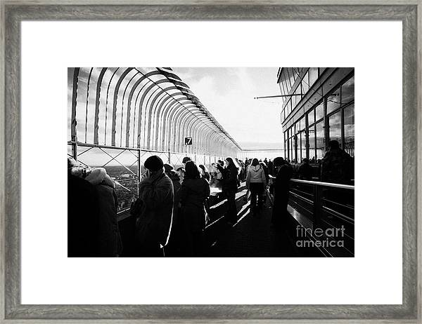 Sightseers Looking East At The View From Observation Deck 86th Floor Empire State Building Framed Print