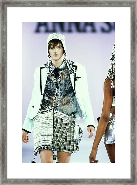 Stella Tennant On A Runway For Anna Sui Framed Print