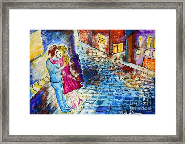Street Kiss By Night  Framed Print