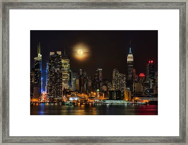 Framed Print featuring the photograph Super Moon Over Nyc by Susan Candelario