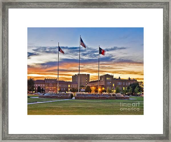 Framed Print featuring the photograph Memorial Circle At Sunset by Mae Wertz