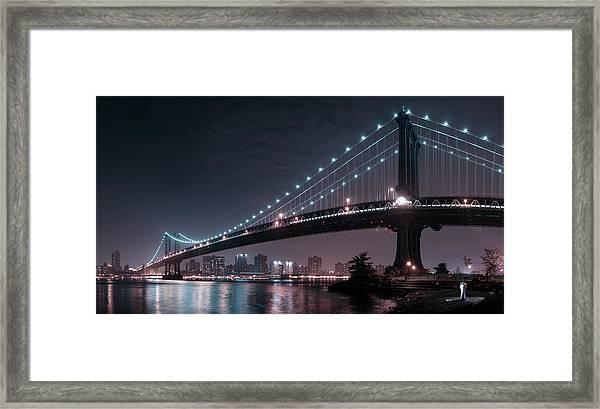 The 2 Lovers Under Manhattan Bridge Framed Print by Fabien Bravin
