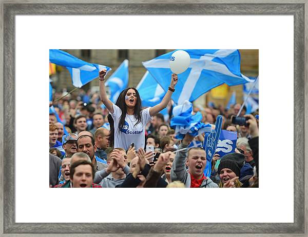 The Final Day Of Campaigning For The Scottish Referendum Ahead Of Tomorrow's Historic Vote Framed Print by Jeff J Mitchell