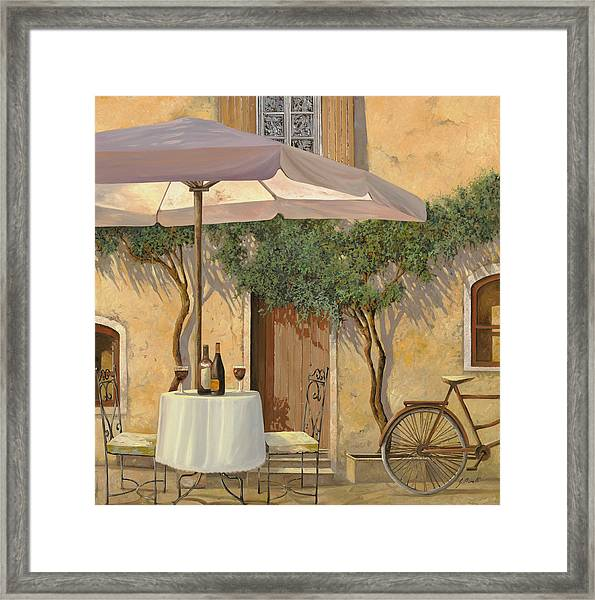 Un Ombra In Cortile Framed Print