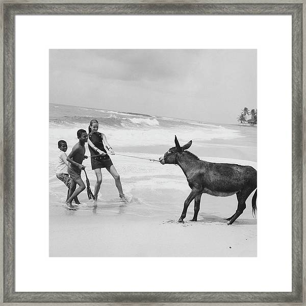 Veruschka Von Lehndorff And Two Children Pulling Framed Print
