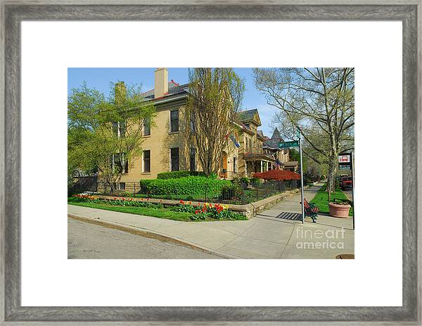 D47l-15 Victorian Village Photo Framed Print