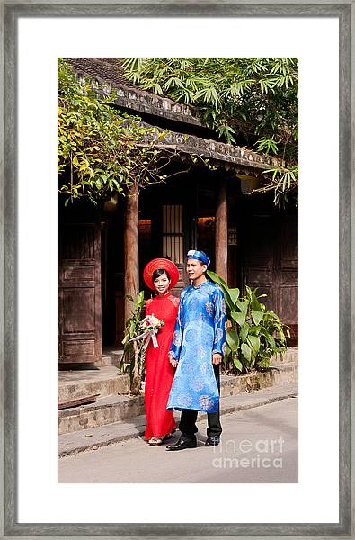 Vietnamese Wedding Couple 01 Framed Print