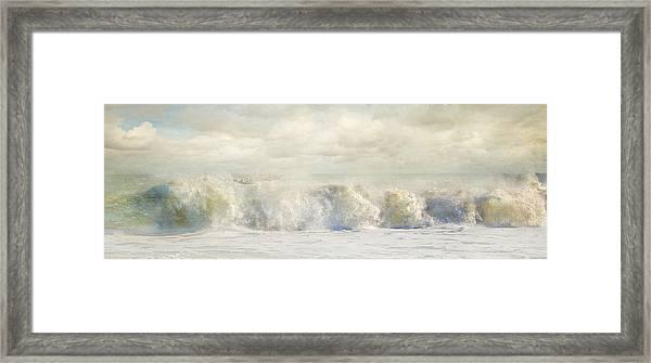 Wave 10 Framed Print