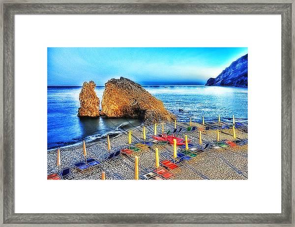 5 Terre Monterosso Beach Umbrellas In Passeggiate A Levante Framed Print