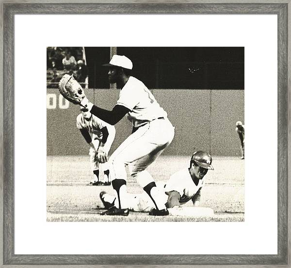 Dodger Maury Wills Diving Back To First Framed Print