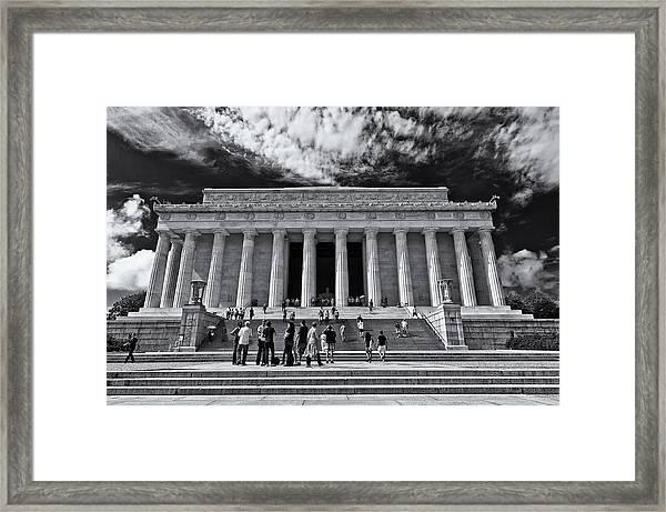 Lincoln Memorial In Black And White Framed Print