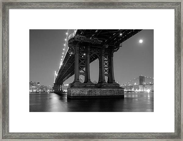 Black And White - Manhattan Bridge At Night Framed Print