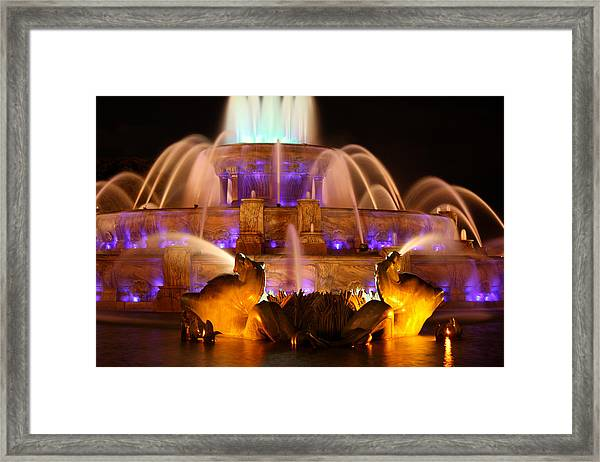 Buckingham Fountain At Night Framed Print