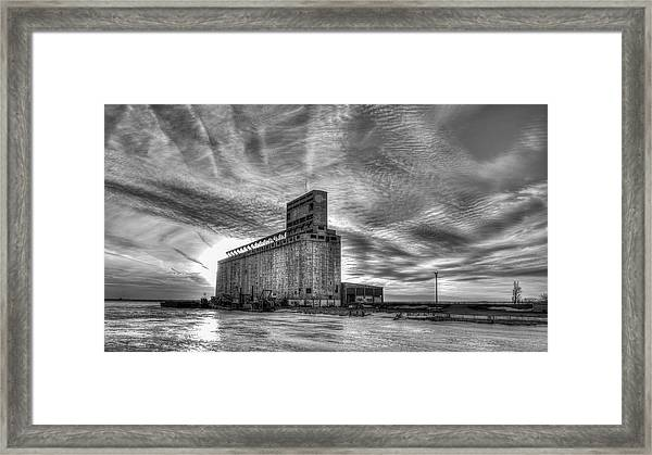 Cargill Sunset In B/w Framed Print
