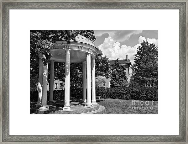 Chapel Hill Old Well In Black And White Framed Print