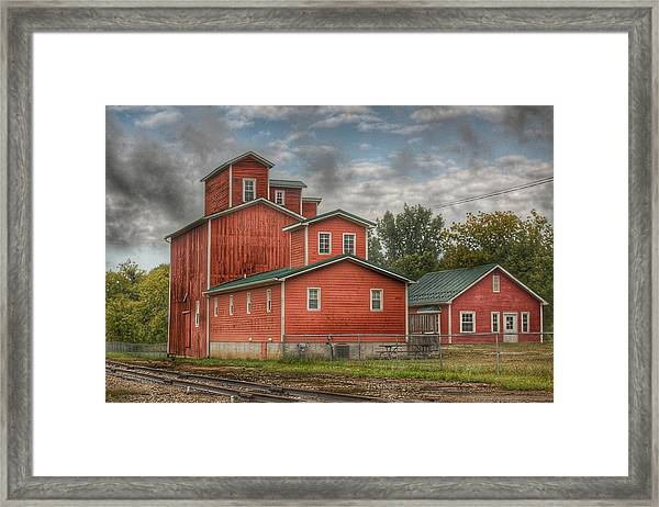 2007 - Aside The Tracks In Clifford Framed Print